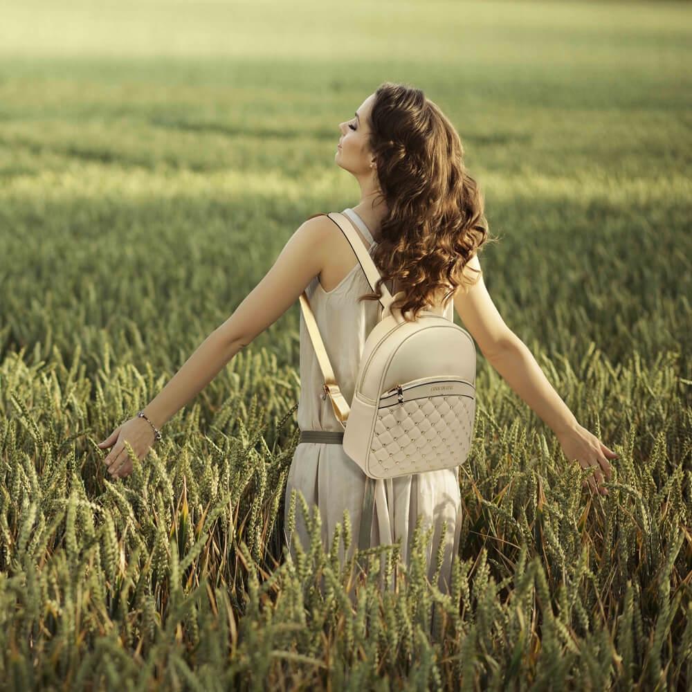 Rucsacul de dama este un accesoriu de care te vei indragosti