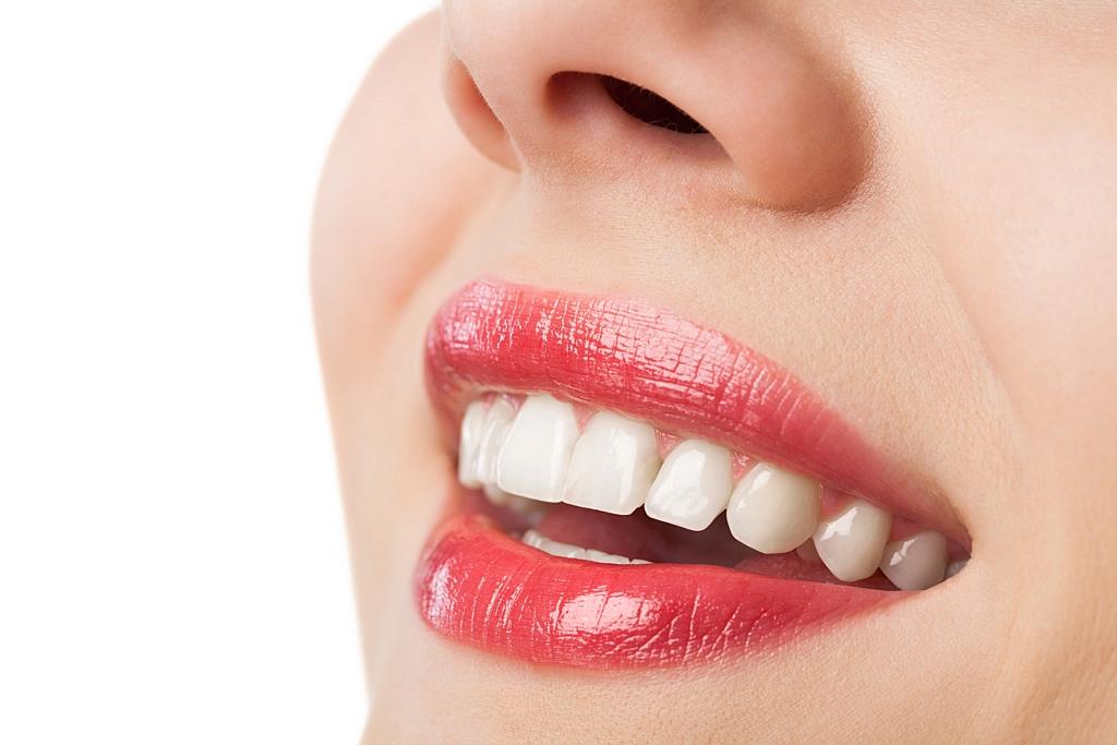 Reusita unui implant dentar. Ce conditii trebuie sa indeplineasca pacientul